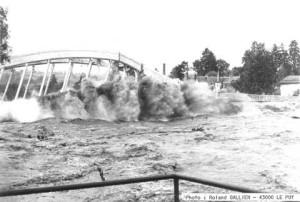 Ancien pont de Coubon détruit par la crue du 20 septembre 1980
